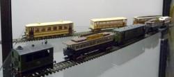 Schaalmodellen van WSM locomotieven en rijtuigen.
